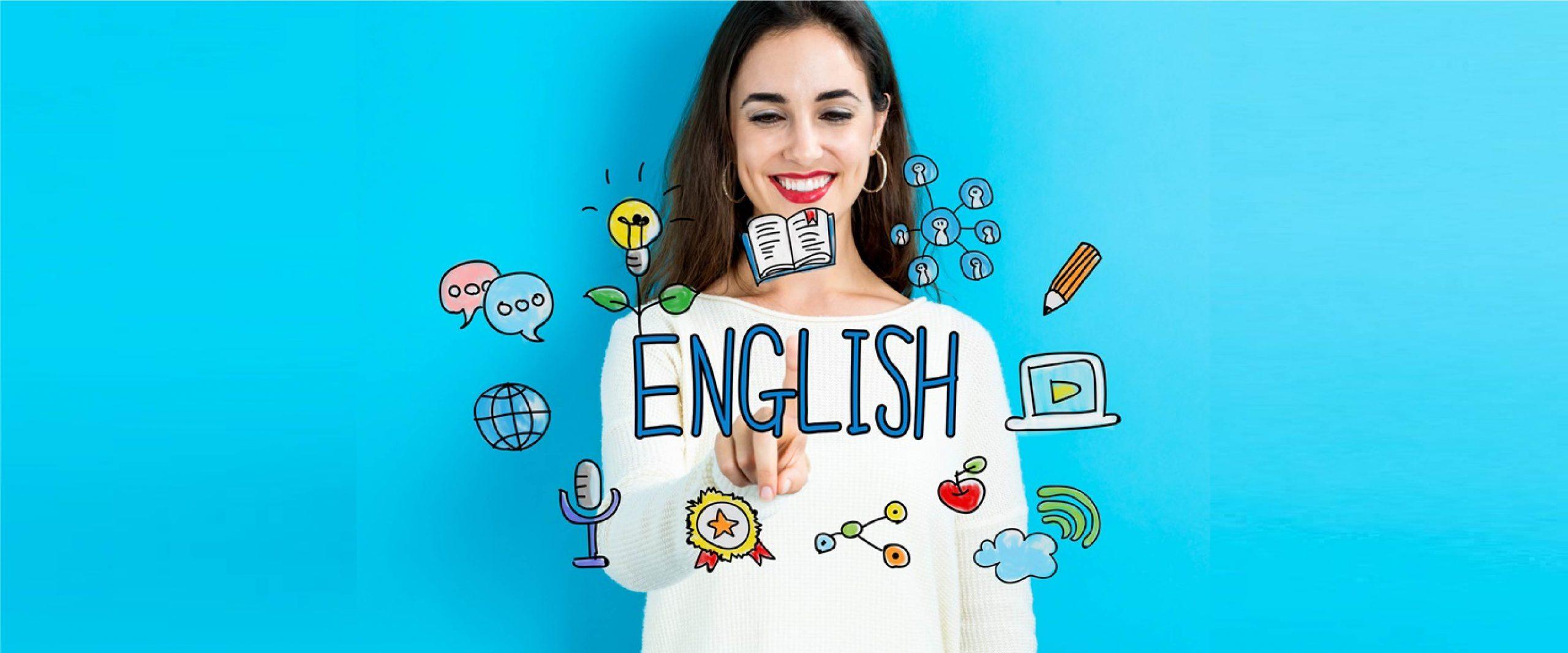 mulher em frente a lousa de uma aula de inglês